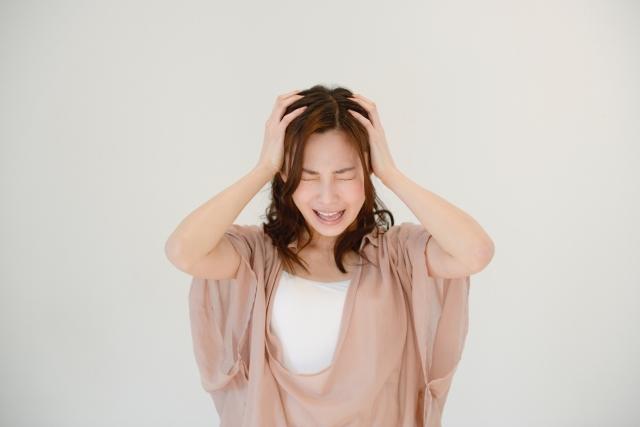 ストレスをかかえている女性の画像